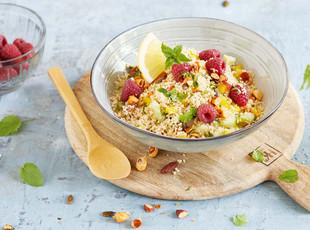 Couscous Salat mit Himbeeren und Nüssen