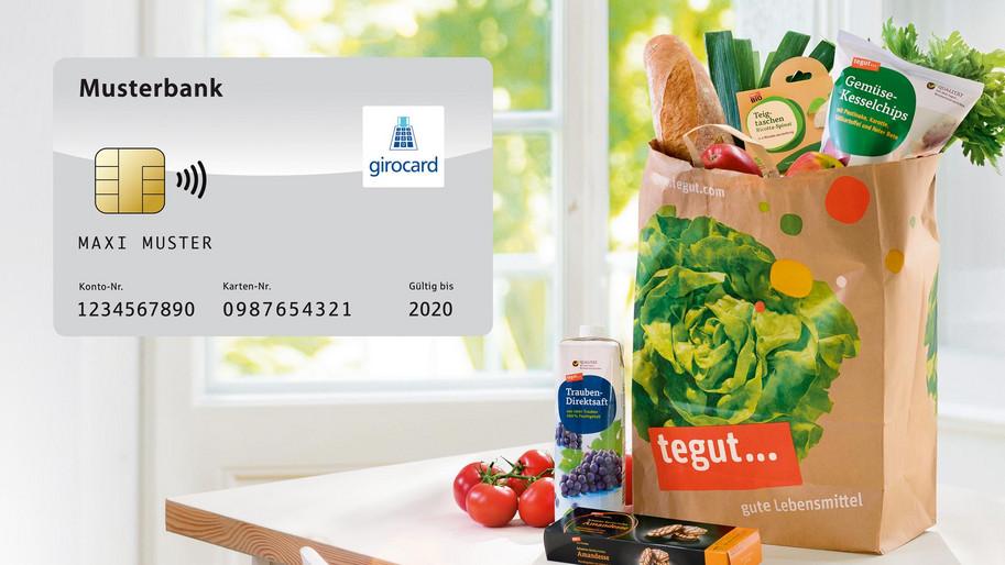 Tüte mit Lebensmitteln und Girocard