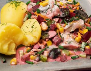 Rote-Bete-Heringssalat mit Pellkartoffeln
