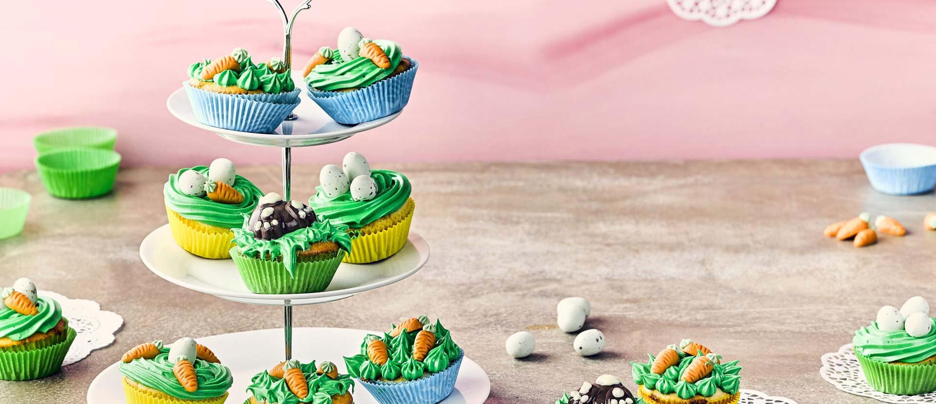 Cupcakes bunt auf Etagere