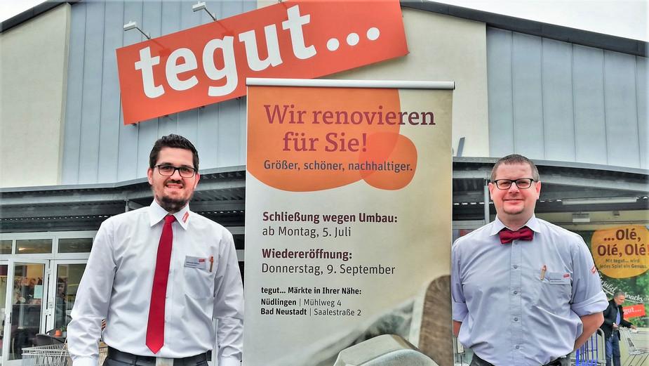 Filialgeschäftsführer Johannes Hüfner (links) und sein Stellvertreter Klaus Schreiner vor tegut Markt Bad Kissingen