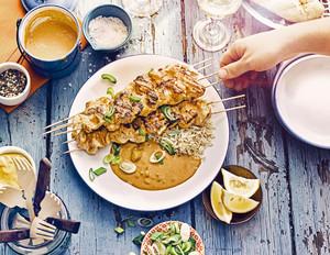 Hähnchen-Saté-Spieße mit Erdnusssauce
