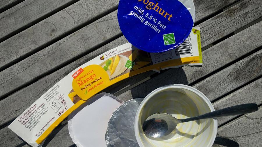 leere tegut... Joghurt Verpackung