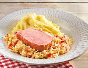 Kasseler mit Apfel-Sauerkraut und Kartoffelstampf