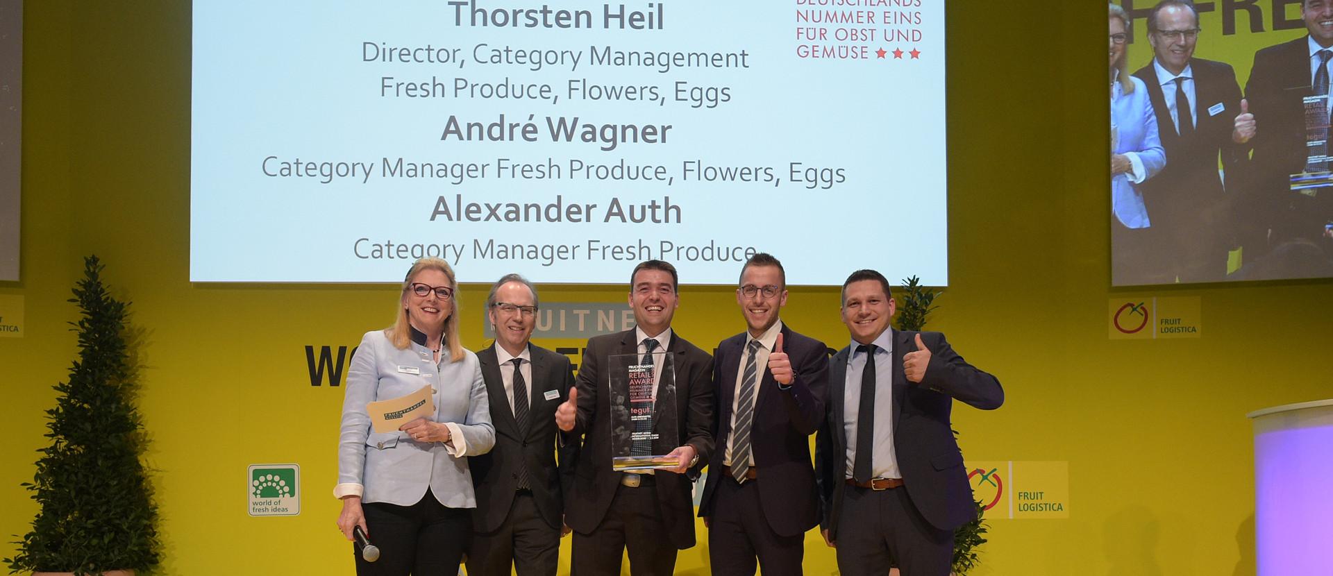 lächelnde Gewinner Retail-Award