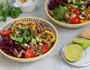 Sattmacher-Salat mit Quinoa und geröstetem Gemüse