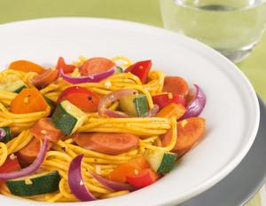 Gemüse Pasta mit Würstchen