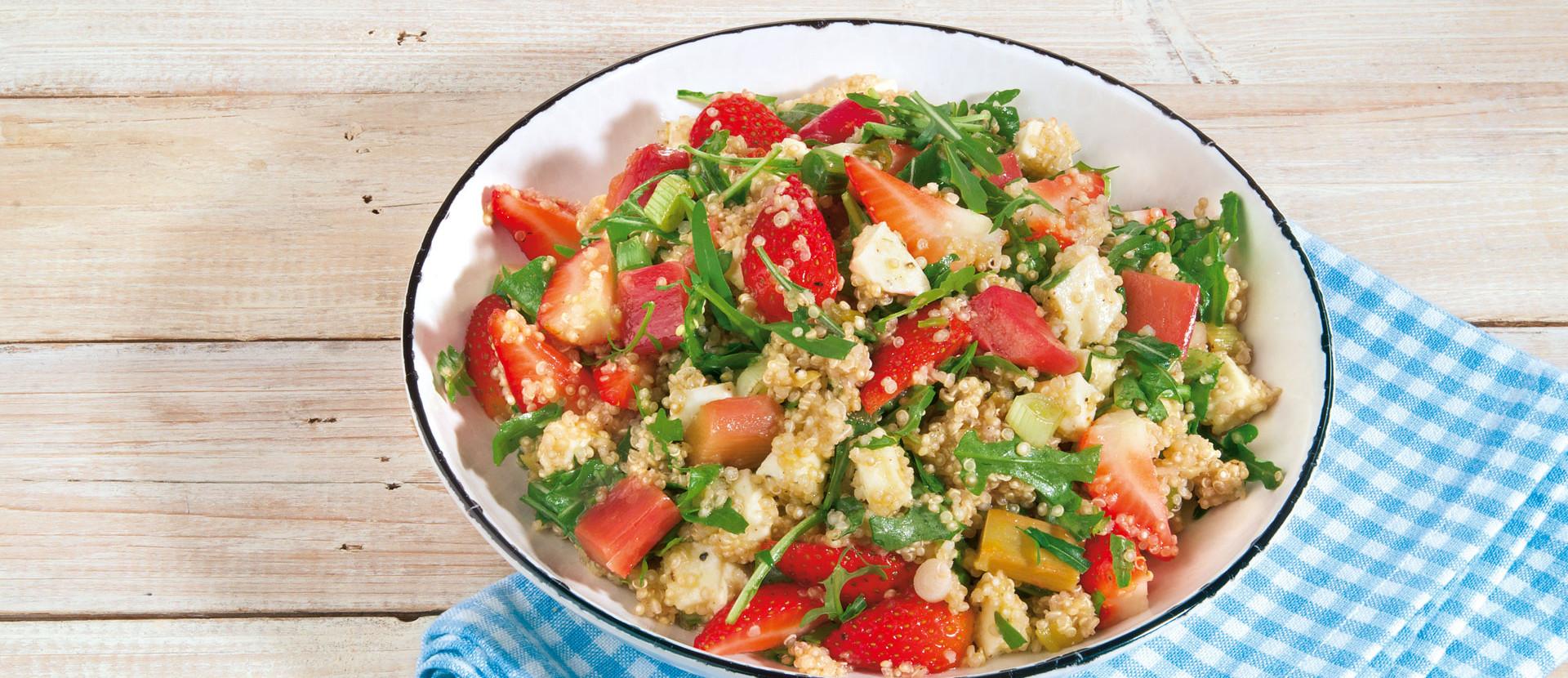 Quinoa Salat mit Erdbeer und Rabarber