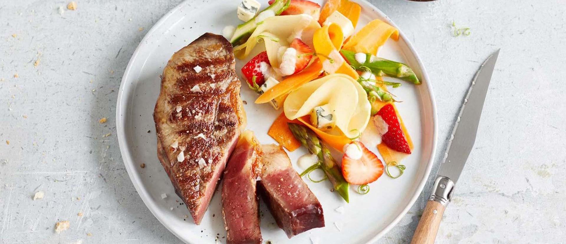 Spring Salad mit Blue Cheese und Dry Aged Rumpsteaks