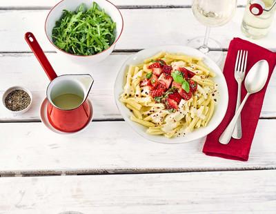 Erdbeeren Pasta Quattro Formaggio Rucolasalat