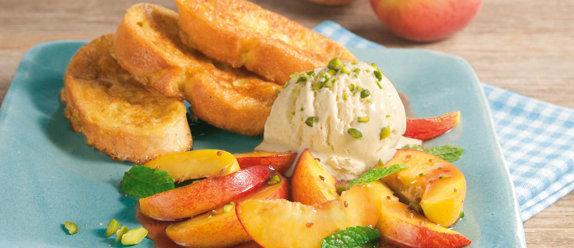 Pfirsichsalat zu Semmelschnitten mit Vanilleeis