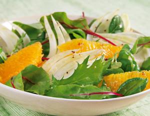 Mix-Salat mit Fenchel in Orangen-Honig-Dressing