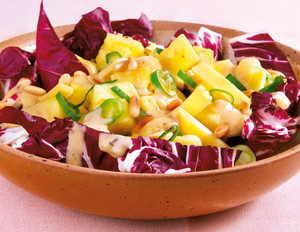 Käse-Ananas-Salat mit French-Dressing
