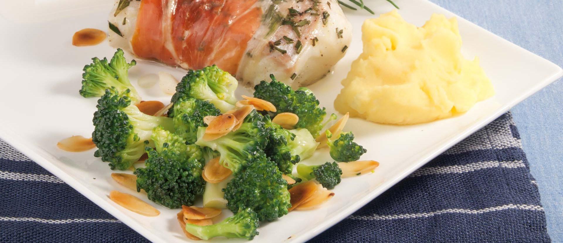 Mandel Brokkoli mit Fisch Schinkenpaeckchen