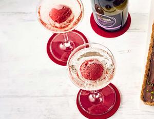 Erdbeer-Aperol- Sorbet mit Prosecco