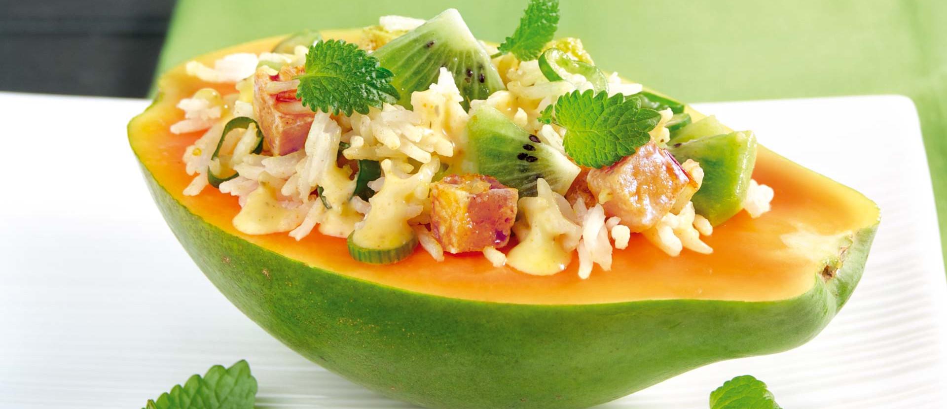 Gefuellte Papaya mit Reissalat