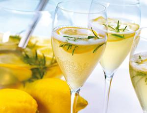 Zitronen-Rosmarin-Bowle