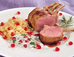 Lamm mit Granatapfel-Minzjoghurt und Couscous