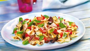 Antipasti-Salat mit Farfalle