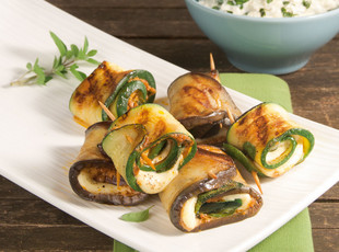 Grillroellchen mit Pesto Mozzarella Fuellung