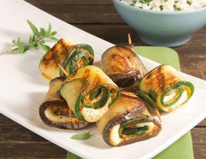 Grillröllchen mit Pesto-Mozzarella-Füllung