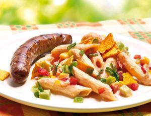 Mexikanischer Nudelsalat mit Rindsbratwürstchen
