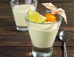 Avocado-Limetten-Crème mit Physalis