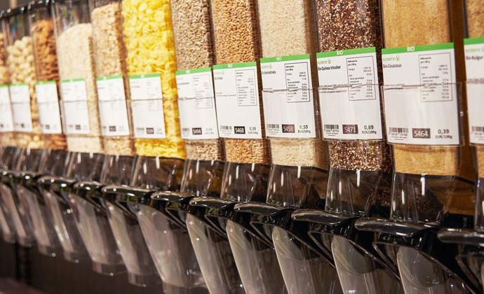 unverpackt einkaufen: Unverpackt-Station im Supermarkt
