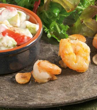 Salatmix mit Garnelen und Avocado Dip