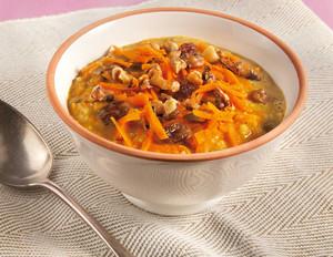 Möhren-Porridge mit Walnüssen