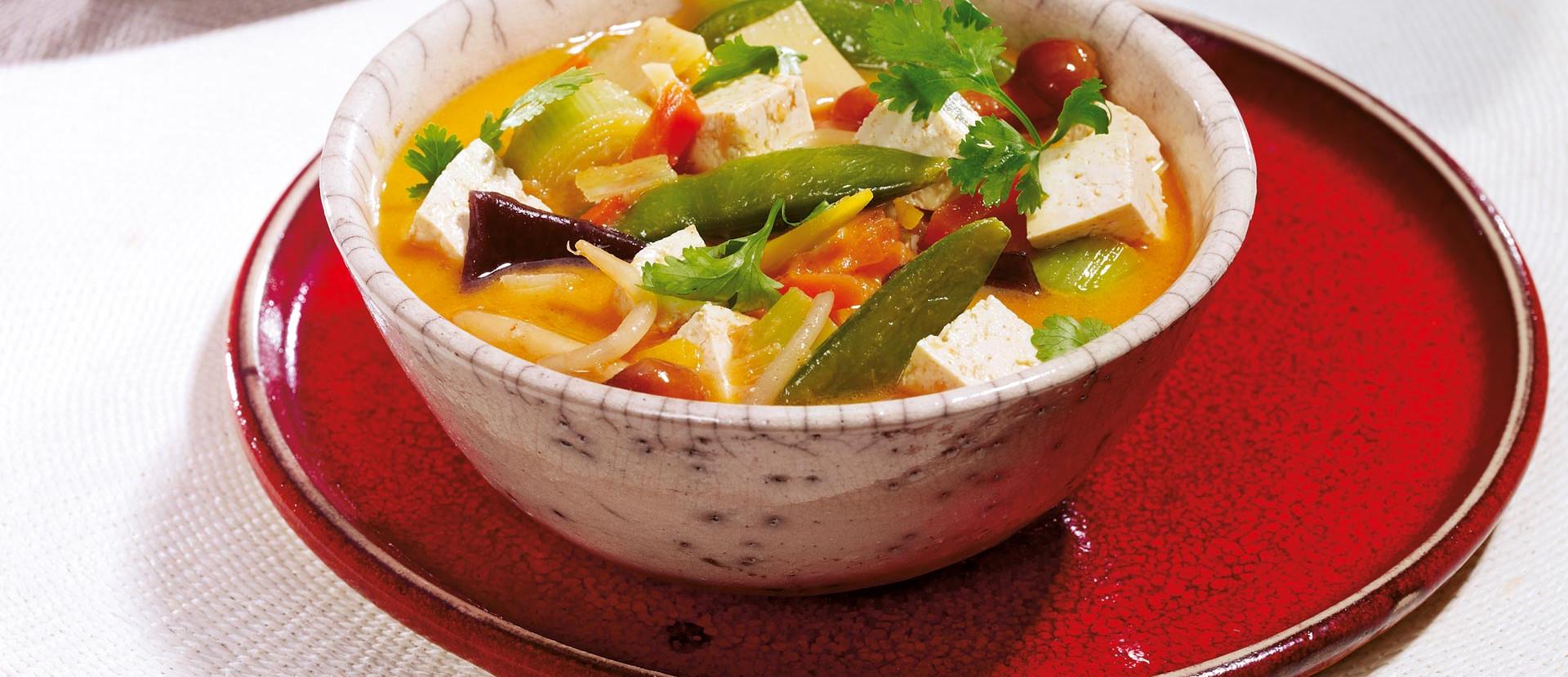Asiatische Kokossuppe mit Tofu