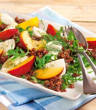 Quinoa Salat mit Mozzarella und Nektarinen