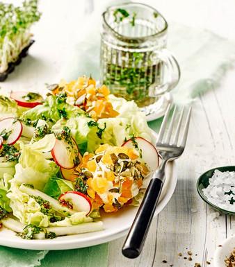 Frühlingssalat mit Kräutervinaigrette