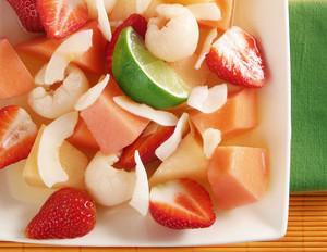 Melonen-Fruchtsalat mit Erdbeeren und Litschis
