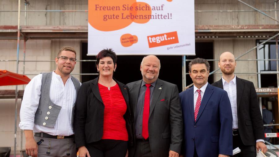 tegut... Expansionsleiterin, Oberbürgermeister von Aschaffenburg und Vertreter der Bau-Firma