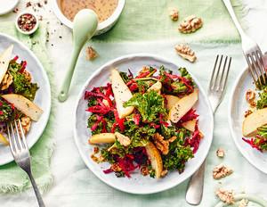 Grünkohl-Salat mit rote Bete und Walnusskernen