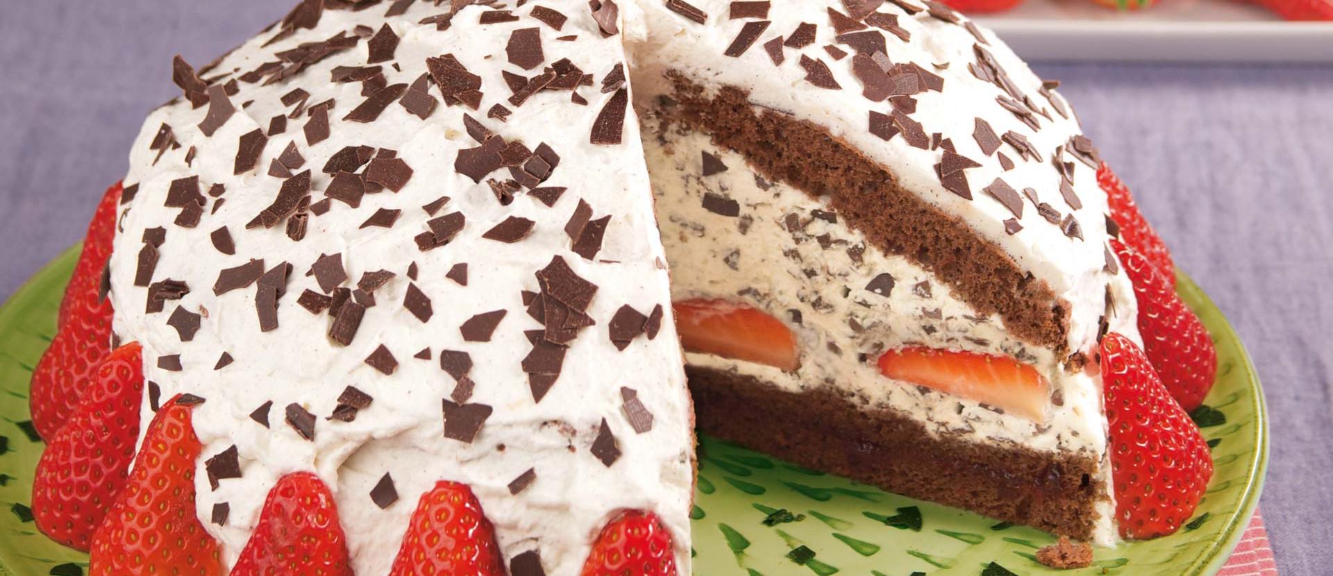 Erdbeer Stracciatella Torte