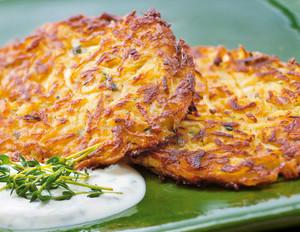 Steckrüben-Kartoffel-Puffer mit Zaziki