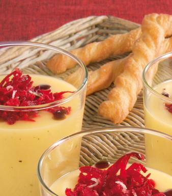 Kartoffelsuppe im Glas mit Rote Bete Meerrettichsalat