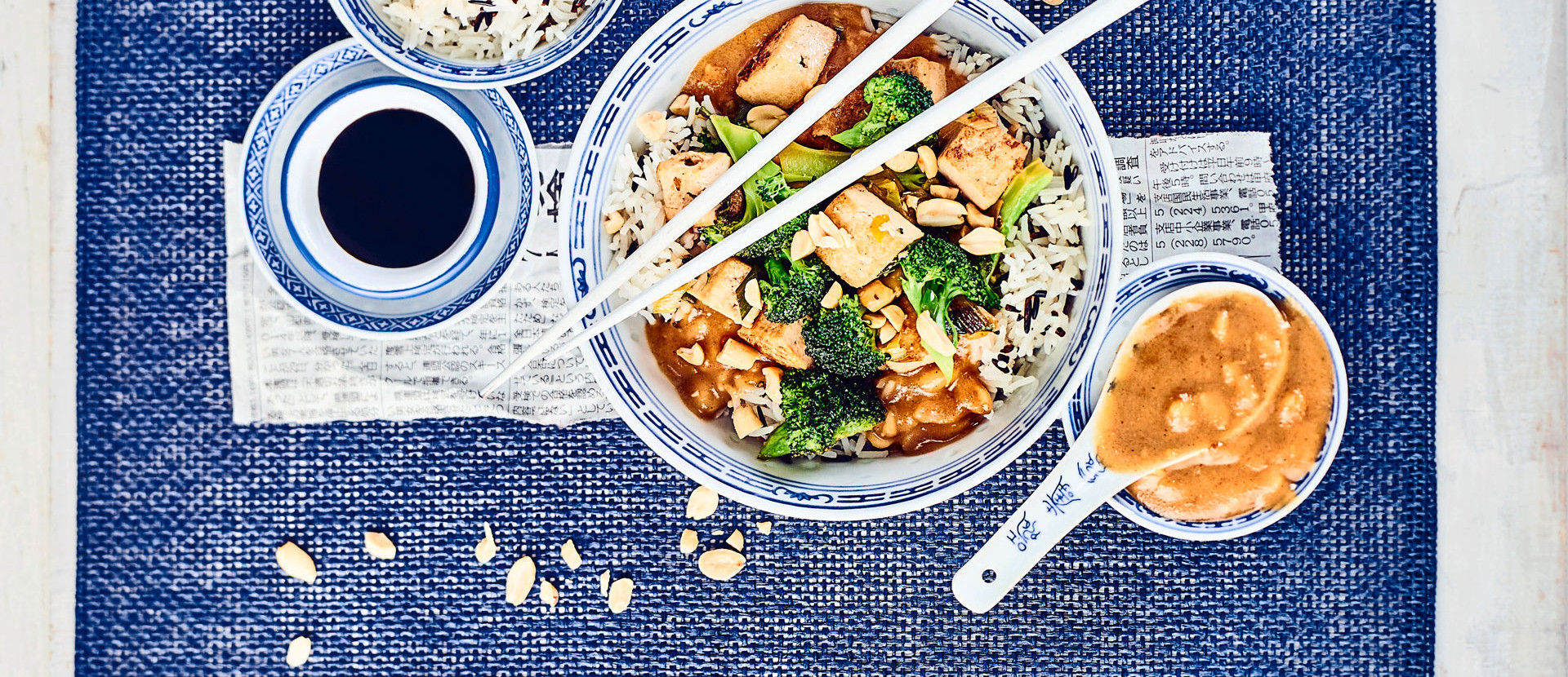 Brokkoli-Tofu Gemuese in Erdnusssauce