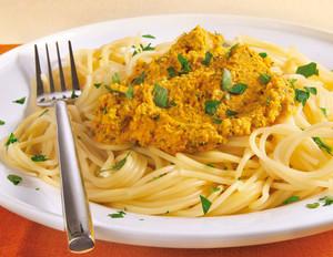 Möhren-Pesto mit Cashewkernen zu Spaghetti