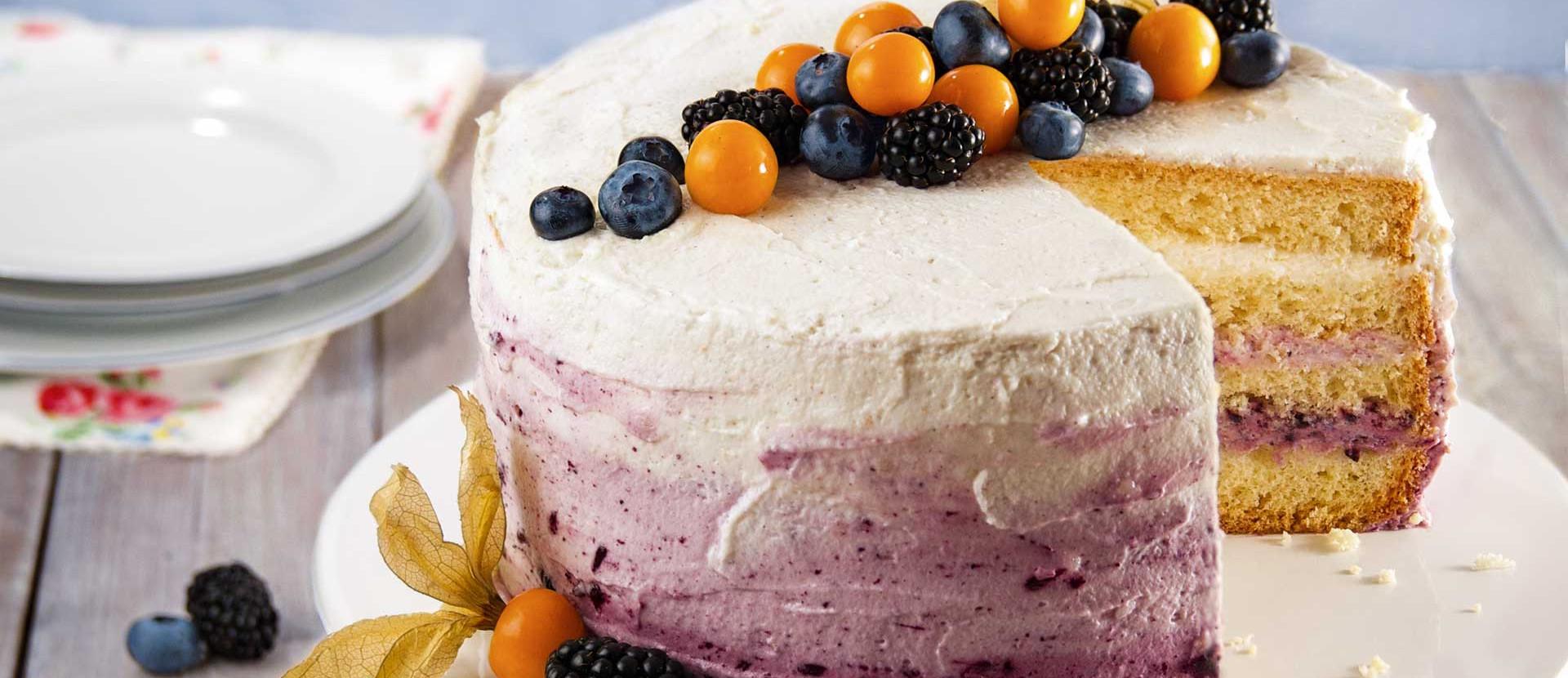 Ombre Torte mit Heidelbeeren und Physalis
