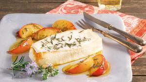 Käse vom Grill mit Nektarinen und Kräutern