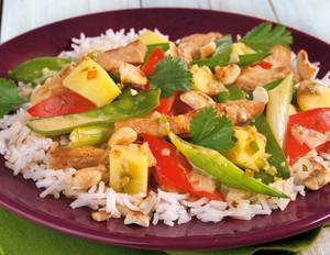 Thai-Curry mit frischer Mango auf Basmatireis