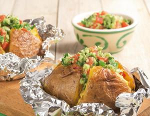 Grillkartoffeln mit Avocado-Dip