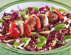 Kiwi-Käse-Salat mit Veggie-Spießchen