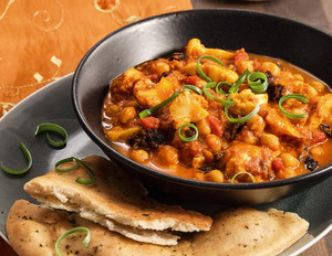 Kichererbsen-Curry mit Naan-Brot
