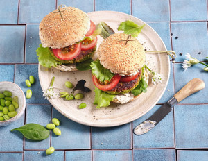 Veganer Burger mit Protein-Patty