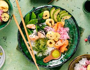 Chirashi-Sushi mit Garnelen & Avocado