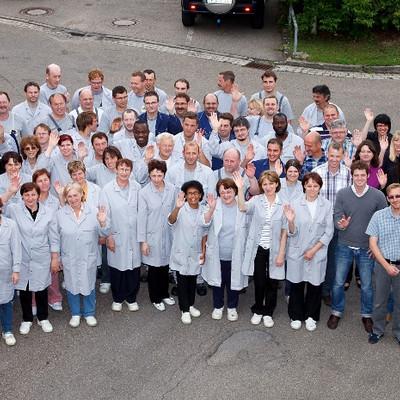 Gruppenfoto von oben der Mitarbeiter von Burgis